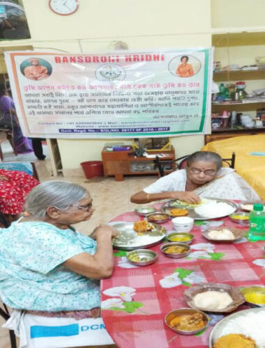 Lunch with Elderly staying at Oldage Home – Kolkata (Phase I)